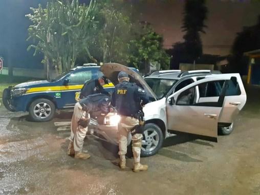 Carro roubado foi apreendido pela PRF, em Garanhuns — Foto: PRF/Divulgação