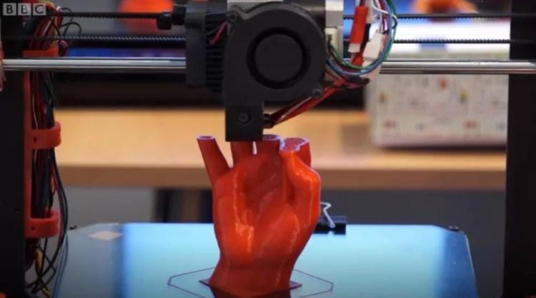 A nova fronteira da ciência quer usar a tecnologia 3D para imprimir órgãos humanos. — Foto: Reprodução/BBC