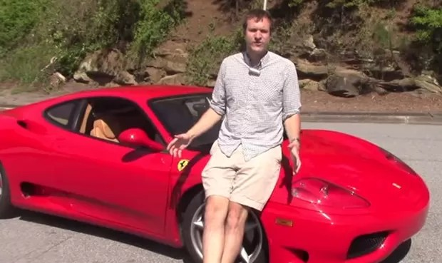 Doug DeMuro fez experimento diferente ao chamar 20 amigos para dirigirem sua Ferrari 360 Modena (Foto: Reprodução/YouTube/Doug DeMuro)