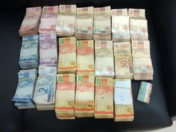 Dinheiro roubado foi apreendido (Foto: Reprodução/TV TEM)