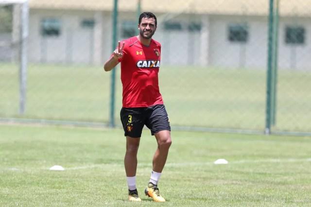 Ronaldo Alves vai vestir a camisa do Azulão — Foto: Marlon Costa/Pernambuco Press