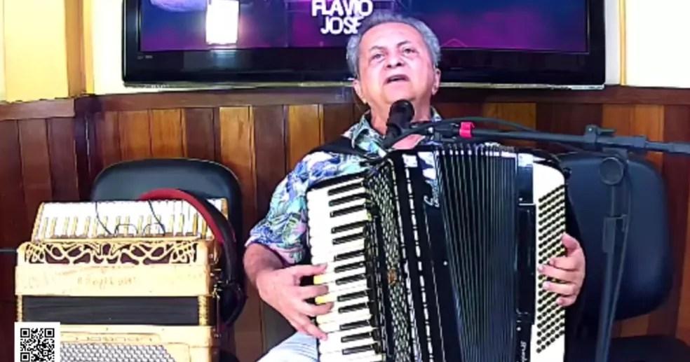 fj Flávio José faz 71 anos, relembra carreira e fala sobre retorno de shows; 'não vamos nos avexar'