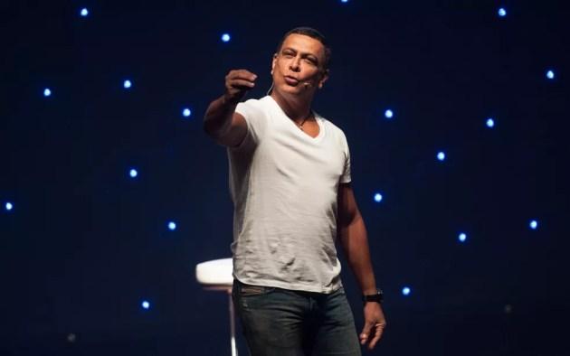 Renato Piaba está em cartaz no Teatro Jorge Amado (Foto: Osmar Gama/Divulgação)