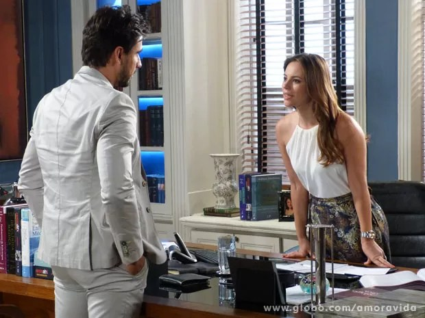 Paloma dá um passa fora no médico (Foto: Amor à Vida/TV Globo)