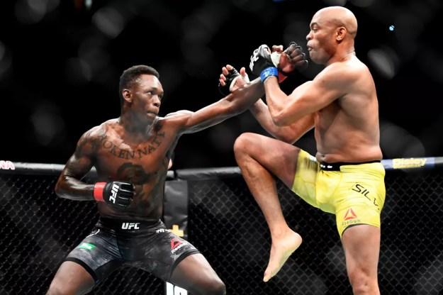 Anderson Silva x Israel Adesanya UFC 234 — Foto: Quinn Rooney / Getty Images