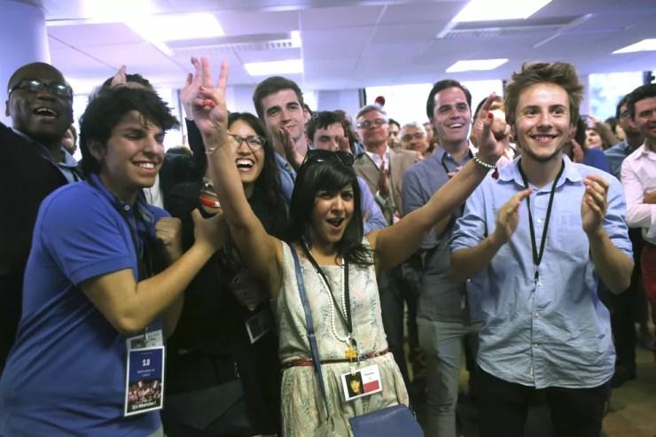 Militantes do En Marche! comemoram os resultados eleitorais. (Foto: Associated Press)