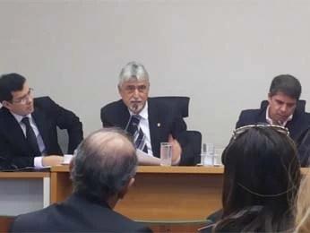 Deputado distrital Raad Massouh se defenda durante sessão de Comissão de Ética da Câmara Legislativa do DF (Foto: Isabella Formiga/G1 DF)