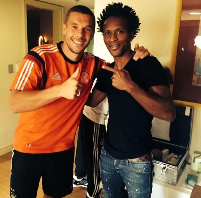 Podolski elogiou a forma de Zé Roberto ao se encontrar com o brasileiro (Foto: Reprodução/Twitter)