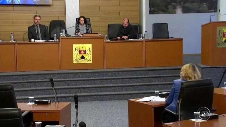 Vereadores questionaram arquivamento do primeiro processo de investigação sobre a ex-assessora (Foto: Reprodução/TV TEM)