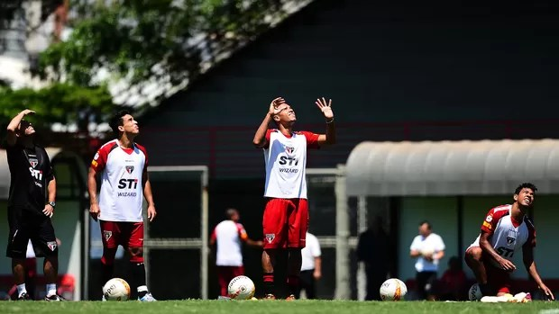 luis fabiano jadson são paulo treino (Foto: Marcos Ribolli / Globoesporte.com)