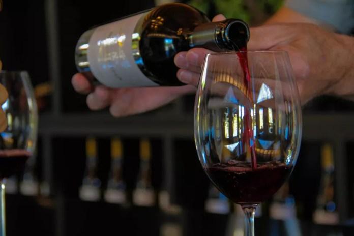 Vinícola abre para degustação de vinhos  — Foto: Carlos Santos/G1