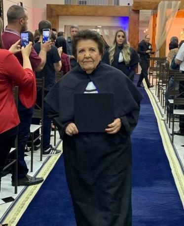 Thereza entrou na faculdade depois de se aposentar — Foto: Arquivo Pessoal