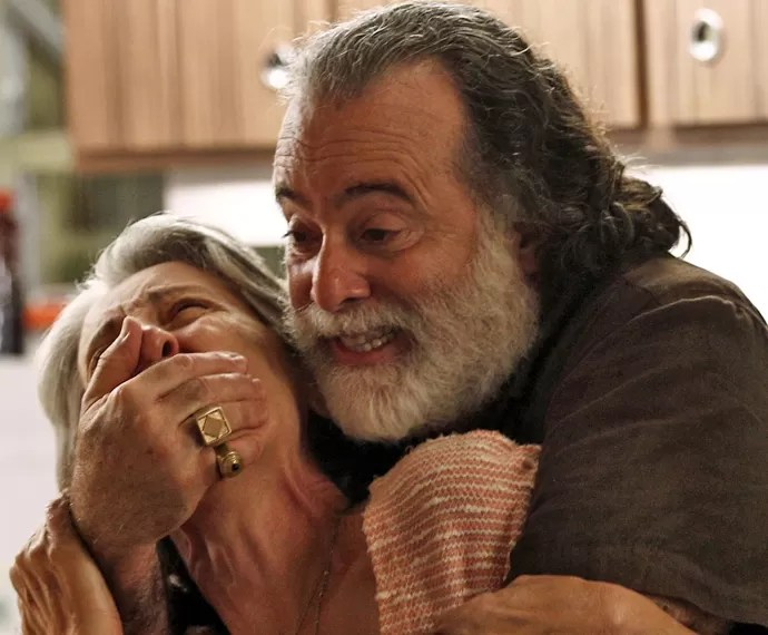 Djanira fica nas mãos de Zé Maria após ter sua casa invadida (Foto: Inácio Moraes/ Gshow)