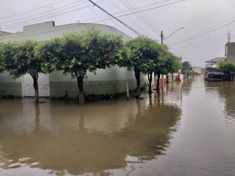 Alagamento aconteceu depois do Rio Muriaé, em Italva, RJ, transbordar. — Foto: Italva em Foco/Divulgacão