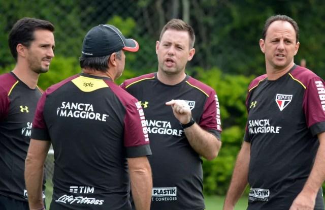 Comissão técnica avalia desempenho dos jogadores dentro e fora de campo (Foto: Érico Leonan/saopaulofc.net)