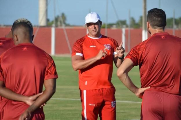 Roberto Fernandes falou sobre as mexidas no time — Foto: Ascom/CRB