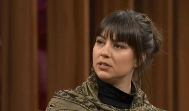 Zahira Leeneke Maus, uma coreógrafa holandesa, relatou ter sido abusada por João de Deus, em entrevista ao Conversa com Bial — Foto: Reprodução/TV Globo