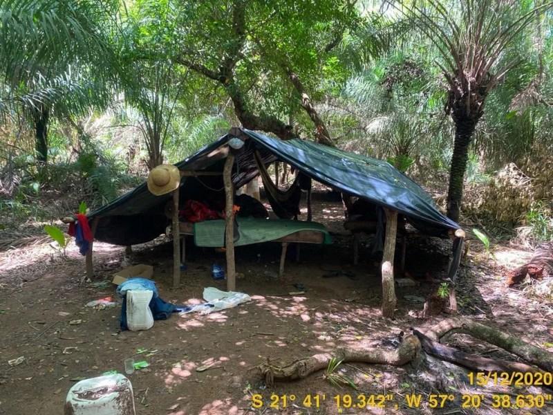 Barracos de lona onde trabalhadores estavam alojados em condições análogas à escravidão em fazenda de Porto Murtinho (MS) — Foto: André Kempf/Secretaria de Inspeção do Trabalho
