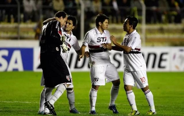 São Paulo comemora gol sobre Strongest (Foto: Reuters)