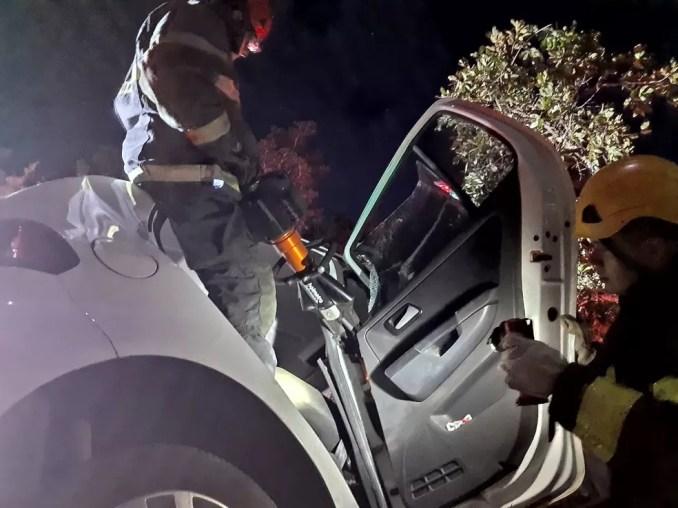 Trabalho de resgate durou duas horas — Foto: Corpo de Bombeiros/ Divulgação