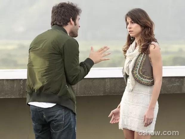 Gata não consegue se explicar e fica arrasada (Foto: Felipe Monteiro/TV Globo)