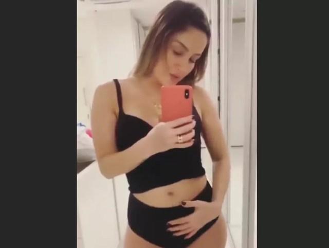Claudia Leitte mostrou barriguinha para fãs — Foto: Reprodução/Instagram