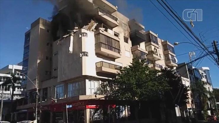 Fogo atingiu apartamentos de prédio no Centro de Farroupilha — Foto: Claudia Soares/Arquivo Pessoal