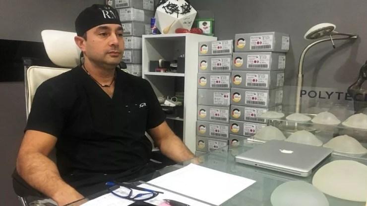 Os cirurgiões plásticos venezuelanos gozam de boa fama e não deixaram de trabalhar na área apesar da crise de seu país — Foto: BBC
