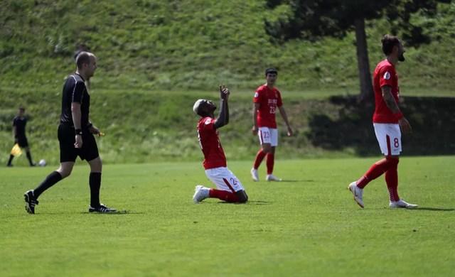 Talisca foi para o Guangzhou Evergrande por empréstimo e já até fez gol de falta em amistoso (Foto: Reprodução / Instagram)