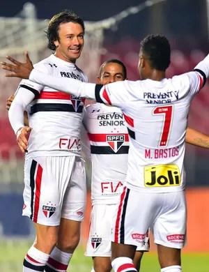 São Paulo x Vitória Lugano Michel Bastos (Foto: Marcos Ribolli)