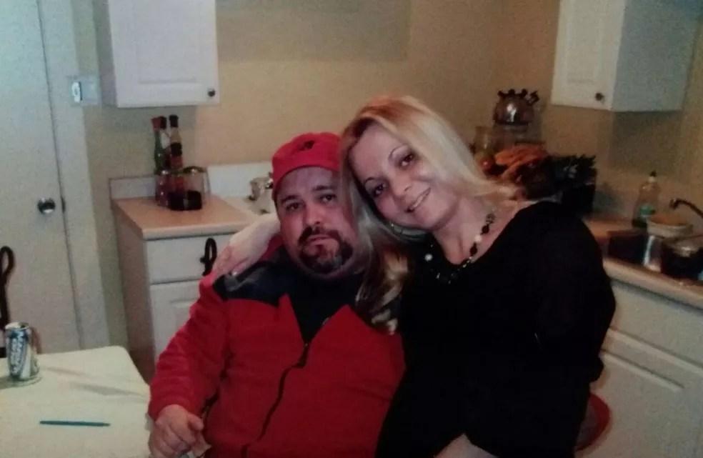 Sandro e Sandra se conheceram pelo ICQ e estão há quase 18 anos juntos (Foto: Arquivo Pessoal)