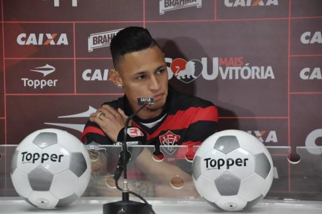 Neilton seguiu para o Vitória após deixar o São Paulo (Foto: Maurícia da Matta / EC Vitória / Divulgação)