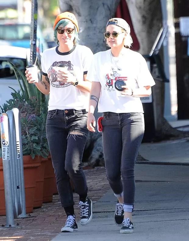 Kristen Stewart e a namorada, Alicia Cargile, em Los Angeles, nos Estados Unidos (Foto: Grosby Group/ Agência)