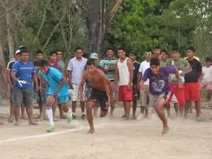 A corrida foi uma das atividades esportivas organizadas na aldeia Txuiri (Foto: Elisangela Farias/G1)