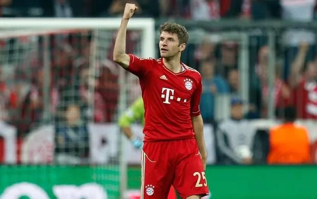 Mueller comemora, Bayern de Munique x Barcelona (Foto: AP)