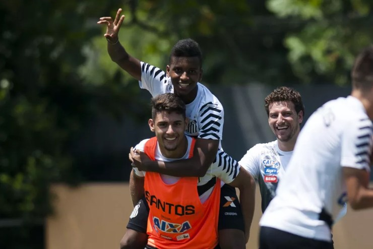 Rodrygo (e Yuri Alberto) foi promovido por Elano no Santos — Foto: Ivan Storti/Santos FC
