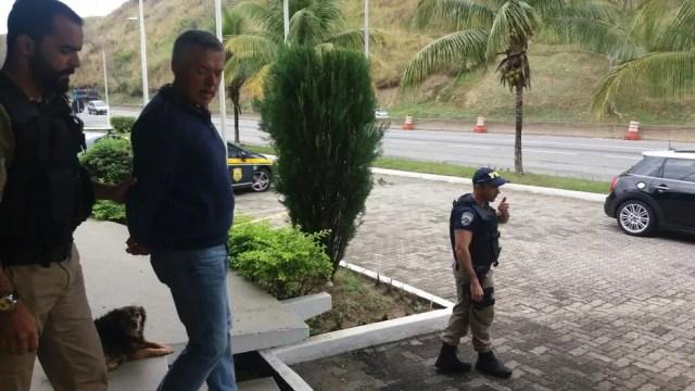 Alvo de etapa da Lava Jato, Marcelo Traça Gonçalves é preso na Via Dutra, em Barra Mansa (Foto: PRF/Divulgação)
