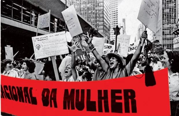 PASSEATA DE MULHERES NO LARGO CARIOCA À CINELÂNDIA, NO RIO DE JANEIRO EM 1983 (Foto: Almir Veiga (CPDOCJB))