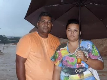 Marcos e esposa Ana Paula lamentam saída do Timbi sem indenização (Foto: Luna Markman/G1)
