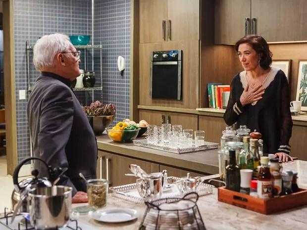 Maria Marta diz a Silviano que ele é mais do que um serviçal (Foto: Artur Meninea/GShow)