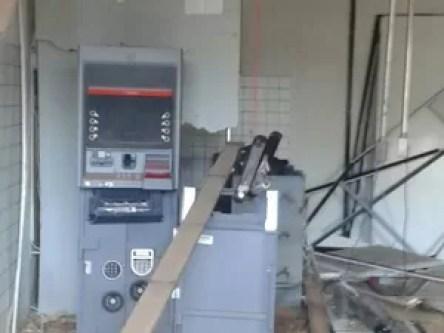 Bandidos explodem agência bancária em Guimarães, MA (Foto: Osvaldo Gomes)