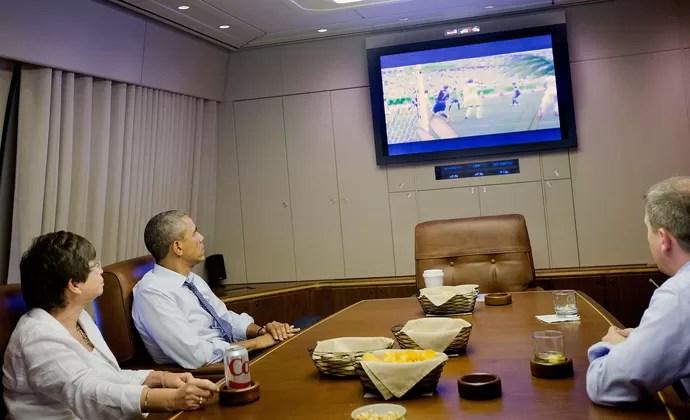 Presidente Barack Obama assiste ao jogo entre Alemanha e EUA (Foto: Agência AP)