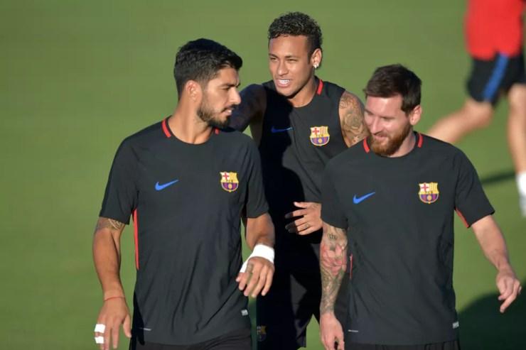 Neymar ao lado de Suárez e Messi, no Barcelona — Foto: Hector Retamal/AFP