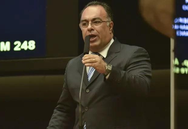 O deputado André Vargas (PT-PR), ao se defender no plenário no início de abril (Foto: José Cruz/Agência Brasil)
