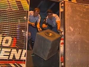 Policiais encontraram os entorpecentes nas caixas de som (Foto: Reprodução/TV Tem)