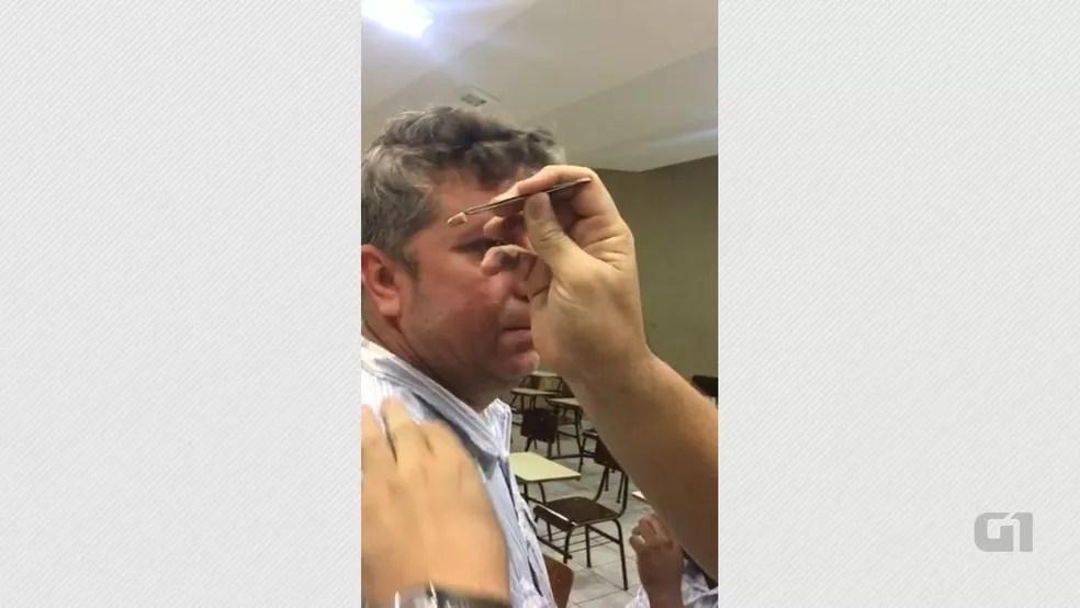 Ponto eletrônico apreendido na Operação Gabarito, durante concurso do Ministério Público do Rio Grande do Norte (Foto: Reprodução/TV Cabo Branco)