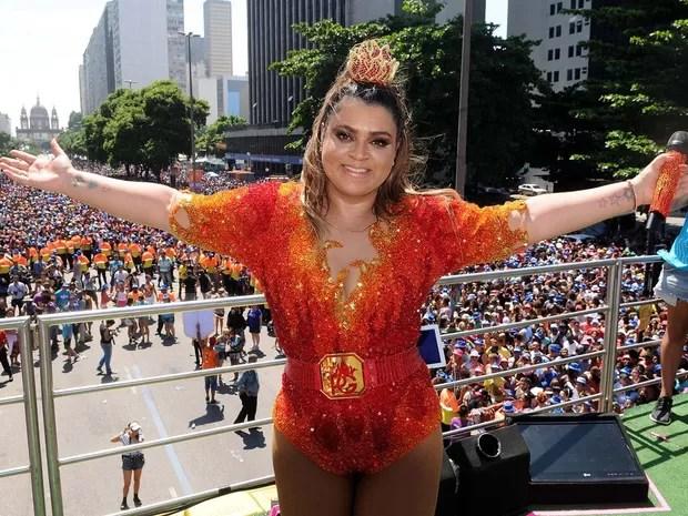 Preta Gil arrasta uma multidão no Centro do Rio. A cantora promete fazer o maior beijaço da história. O público aproveita o domingo pré-carnavalesco com muita animação. (Foto: Alexandre Durão/G1)