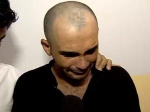 Suspeito chorou ao lado de advogado durante depoimento (Foto: Reprodução/TVCA)