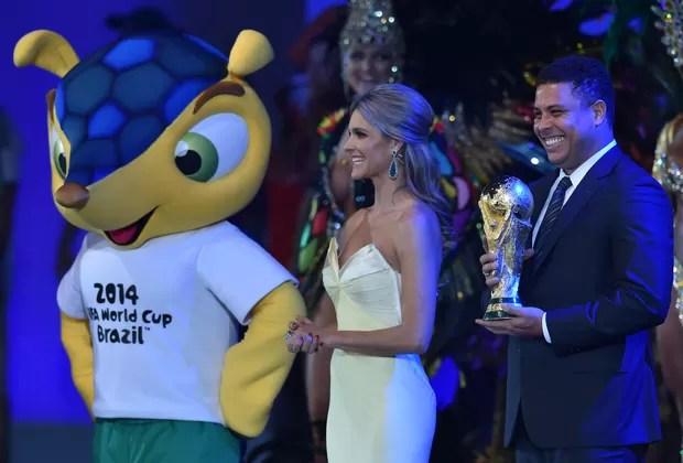 Fernanda Lima e Ronaldo (Foto: Agência AFP)