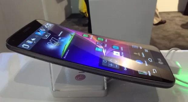 Smartphone LG G Flex tem tela curva e chega aos EUA por US$ 1 mil (Foto: Gustavo Petró/G1)